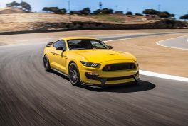 2016-Ford-Mustang-Shelby-GT350R-front-three-quarter-in-motion-02