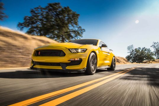2016-Ford-Mustang-Shelby-GT350R-front-three-quarter-in-motion-03