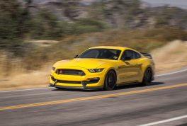 2016-Ford-Mustang-Shelby-GT350R-front-three-quarter-turn