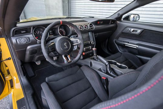 2016-Ford-Mustang-Shelby-GT350R-interior