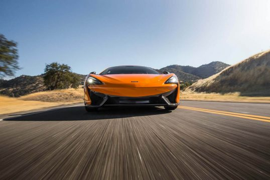 2016-McLaren-570S-front-end-in-motion-03
