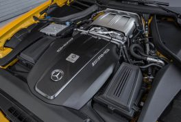 2016-Mercedes-AMG-GT-S-engine