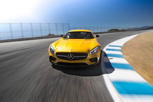 2016-Mercedes-AMG-GT-S-front-end-in-motion