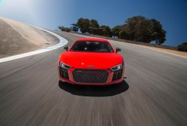 2017-audi-r8-v10-front-end-in-motion-02