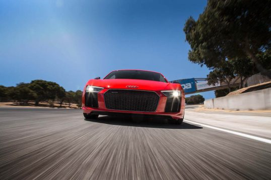 2017-audi-r8-v10-front-end-in-motion