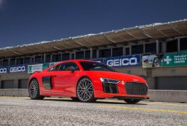2017-audi-r8-v10-front-three-quarter