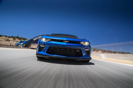 2017-chevrolet-camaro-ss-1le-front-end-in-motion-02