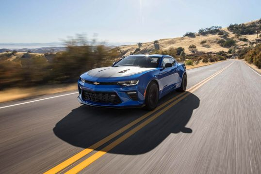 2017-chevrolet-camaro-ss-1le-front-three-quarters-in-motion-02