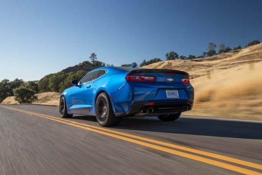 2017-chevrolet-camaro-ss-1le-rear-three-quarter-in-motion