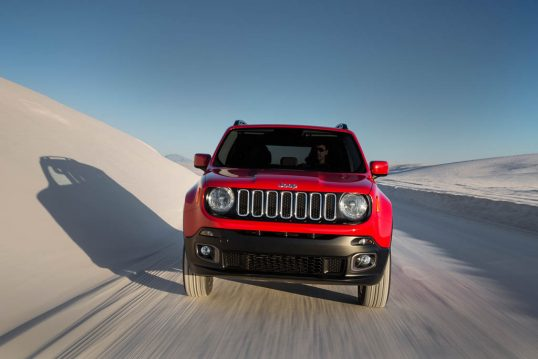 2017-jeep-renegade-latitude-front-view-in-motion-03