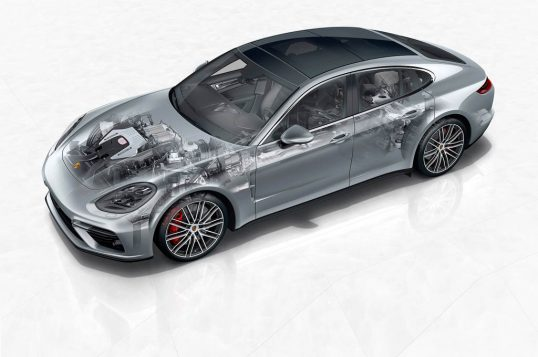 2017-porsche-panamera-front-three-quarter-lead1