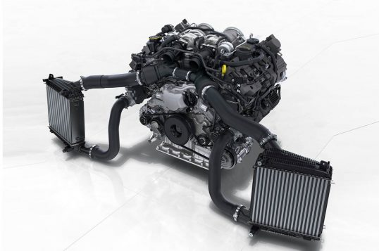 2017-porsche-panamera-twin-turbo-engine-4