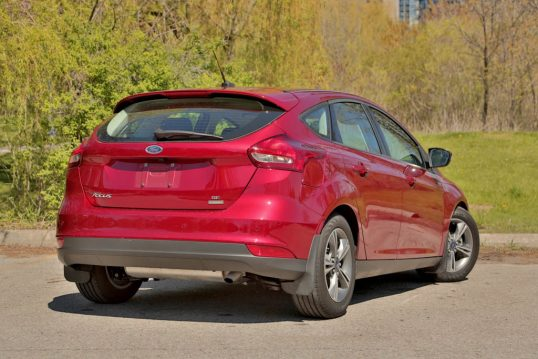 2016-ford-focus-ecoboost-review-9
