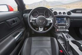 2016-ford-mustang-ecoboost-cockpit