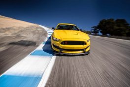 2016-ford-mustang-shelby-gt350r-front-end-in-motion-02