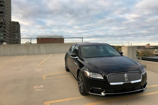2017-lincoln-continental-reserve-awd-front-01