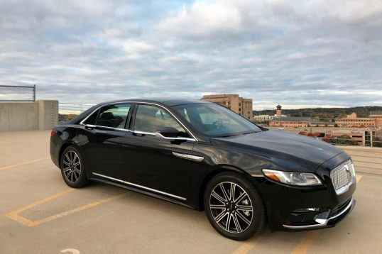 2017-lincoln-continental-reserve-awd-front-three-quarter-01