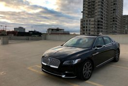 2017-lincoln-continental-reserve-awd-front-three-quarter-02