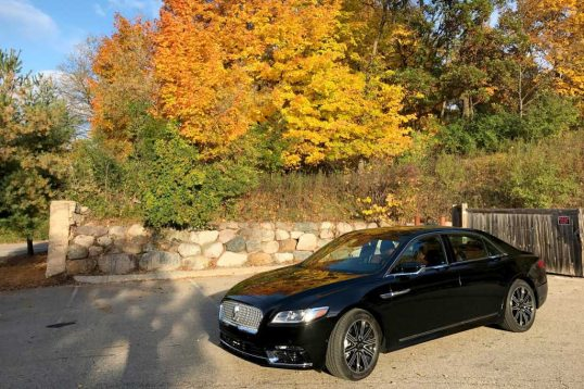 2017-lincoln-continental-reserve-awd-front-three-quarter-03