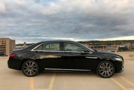 2017-lincoln-continental-reserve-awd-right-side