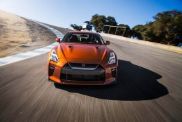 2017-nissan-gt-r-front-end-in-motion-02