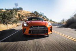 2017-nissan-gt-r-front-end-in-motion