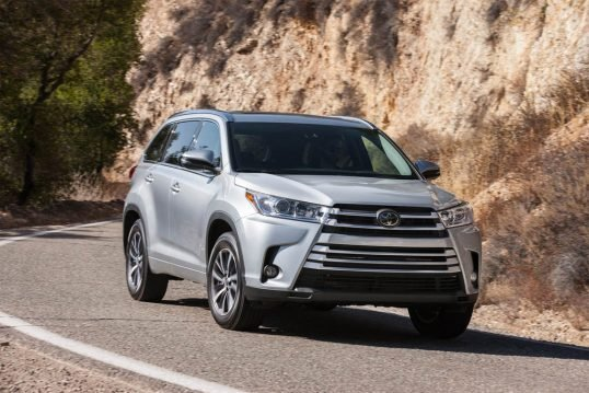 2017-toyota-highlander-xle-awd-front-three-quarter-in-motion-02