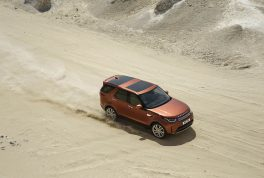 2018-land-rover-discovery-03