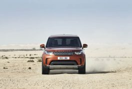 2018-land-rover-discovery-06