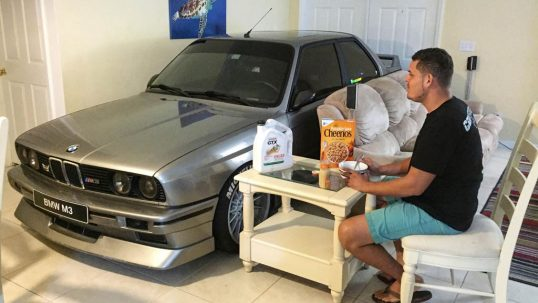 bmw-e30-m3-in-living-room-01
