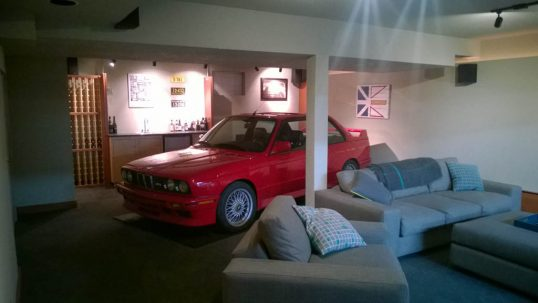 bmw-e30-m3-in-living-room-11
