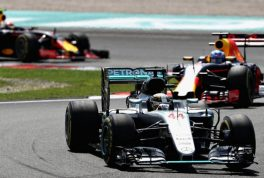 lewis_hamilton_leads_red_bull-2