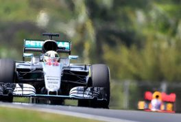 lewis_hamilton_leads_red_bull_2