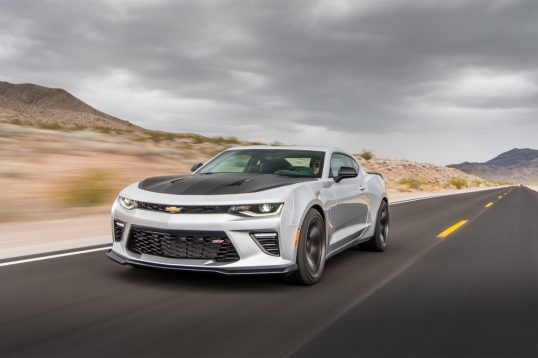 2017-chevrolet-camaro-ss-1le-front-three-quarter-in-motion-01