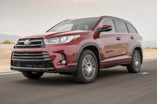 2017-toyota-highlander-se-awd-front-three-quarters-in-motion-e1475253754882