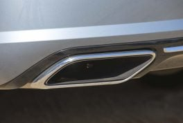 2017-volvo-s90-t6-awd-inscription-tailpipe