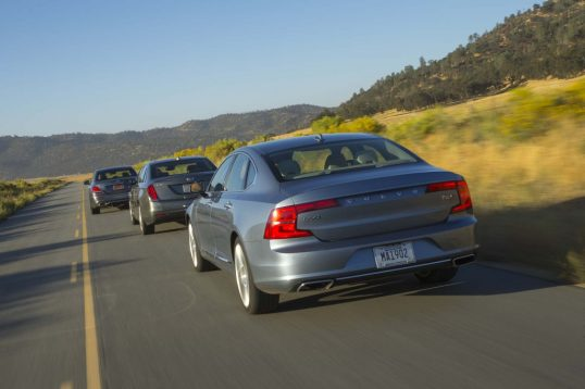 cadillac-ct6-vs-mercedes-benz-e300-vs-volvo-s90-t6-rear-end-in-motion-02