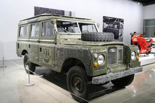 1971-land-rover-series-iii-109-station-wagon-front-three-quarter