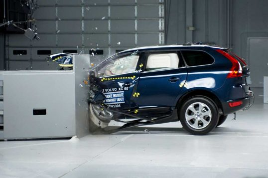 2013-volvo-xc60-in-iihs-tes