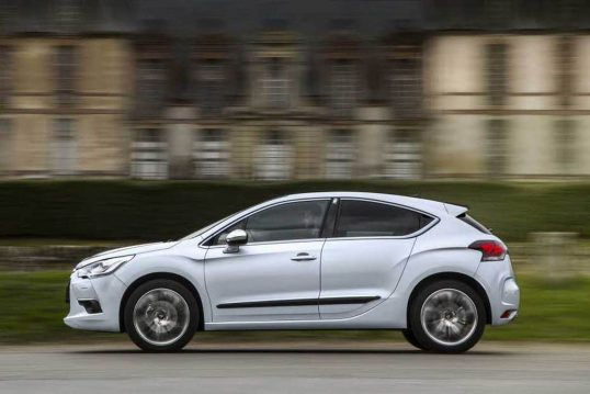 2014-citroen-ds4-side-profile-in-motion