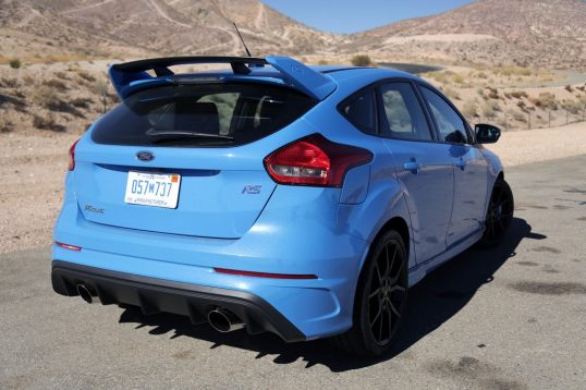 2017-ford-focus-rs-coty-01