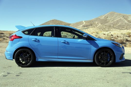 2017-ford-focus-rs-coty-09