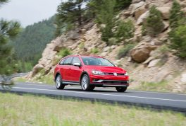 2017-volkswagen-golf-alltrack-front-three-quarter-in-motion-02
