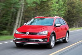 2017-volkswagen-golf-alltrack-front-three-quarter-in-motion-03