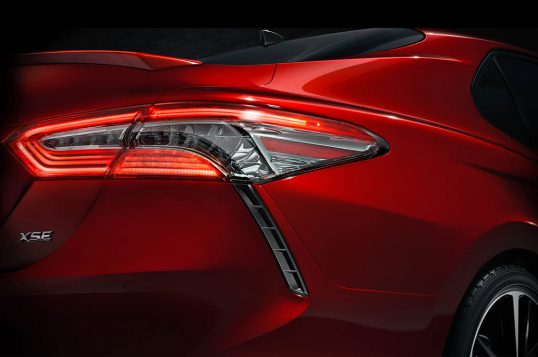 2018-toyota-camry-xse-teaser
