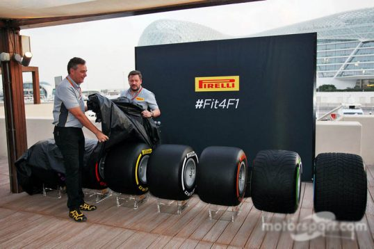 f1-abu-dhabi-gp-2016-mario-isola-pirelli-racing-manager-and-paul-hembery-pirelli-motorspor