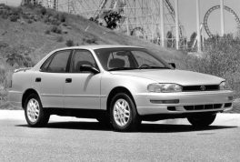 1992-toyota-camry-front-side-view