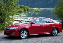2012-toyota-camry-xle-profile