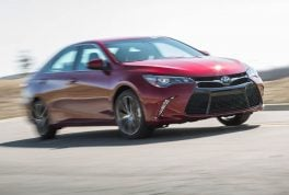 2015-toyota-camry-xse-in-motion1
