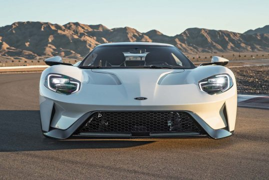 2017-ford-gt-front-end